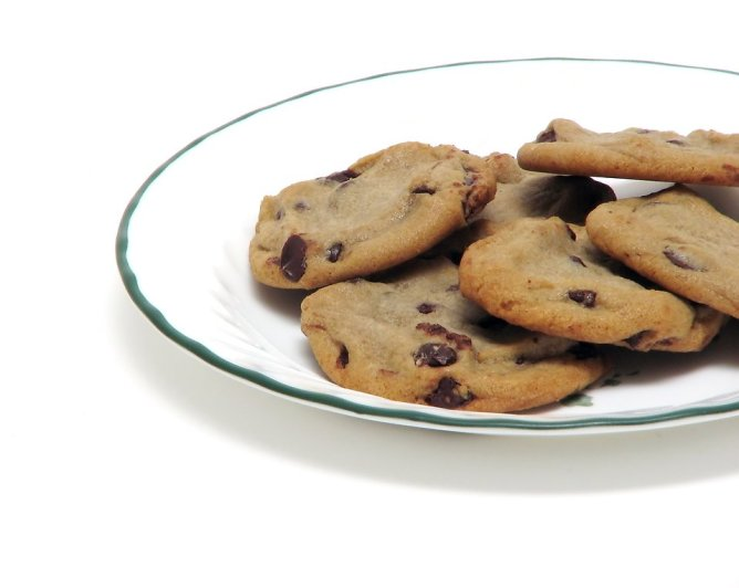 8224-chocolate-chip-cookies-on-a-plate-pv